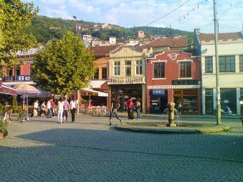 Náměstí Šadrvan je centrálním náměstím města