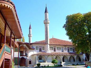 Malá mešita s minaretem Chánova paláce v Bachčisaraji