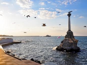 Památník připomínající potopené loděvKrymské válce