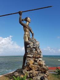 Socha taínského náčelníka Hatueye, který vedl domorodce proti Španělům