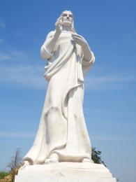 Socha Ježíše Krista žehná kubánské Havaně