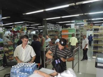 Doporučujeme na Kubě nepít vodu kohoutkovou, ale jen balenou