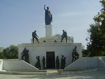 """Kyperská """"socha svobody"""" v Lefkosii má naznačovat touhu po znovusjednocení"""
