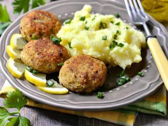 Kotletai neboli karbanátky zmletého masa sbramborem či bramborovou kaší
