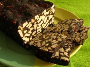 Kakaový dezert tinginys obsahuje kousky sušenek