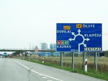 Značení velkého kruhového objezdu vLitvě, který spojuje šest silnic
