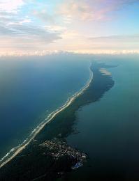 Úzký písečný poloostrov Kurská kosa