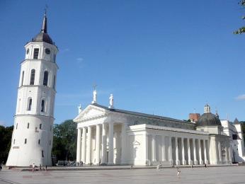 Katedrála se zvonicí jsou dobrým orientačním bodem ve městě