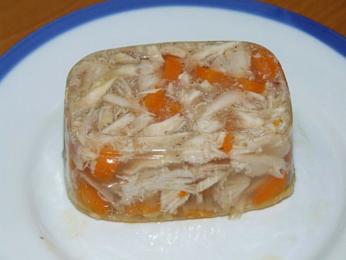 Vepřové maso vaspiku cūkgaļas galerts koupíte ve variacích srůznou zeleninou