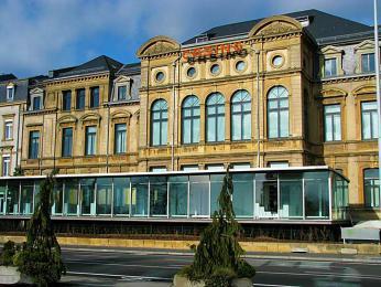 Budova bývalého kasina slouží dnes jako galerie moderního umění