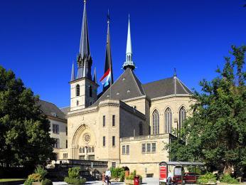 Vkryptě katedrály Panny Marie nalezneme náhrobek Jana Lucemburského