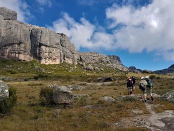 Přechod náhorní plošiny Andohariana vpohoří Andringitra