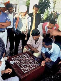 Hráči fanorony vantananarivském parčíku