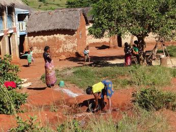 Jedna z vesniček vúdolí Namoly a její obyvatelé