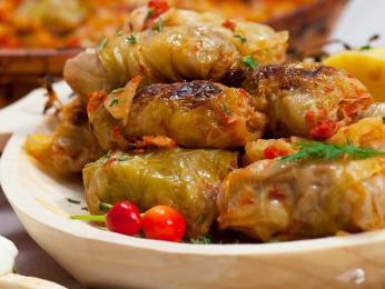 Jedním znárodních jídel vMaďarsku je plněný zelný list