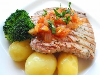 Šťavnatý steak z tuňáka - bife de atum
