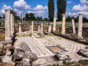 Fragmenty baziliky vněkdejším biskupském sídle Heraclea