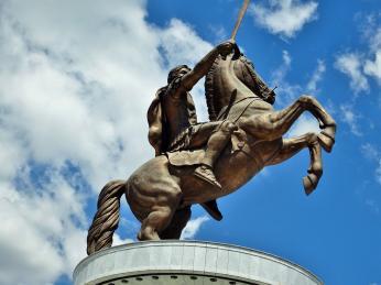 Socha jezdce na koni vmakedonském Skopje