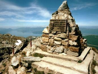 Pamětní deska Dimitara Iljevskiho na vrcholu Pelisteru