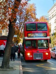 Dvoupatrový autobus vcentru Skopje