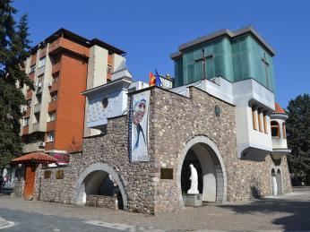 Rodný dům Matky Terezy na pěší zóně ve Skopje