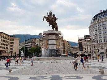 Alexandra Makedonského připomíná památník v centru Skopje