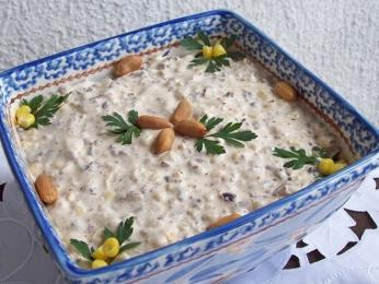 Jako předkrm můžete ochutnat lilkový salát malidzano svlašskými ořechy
