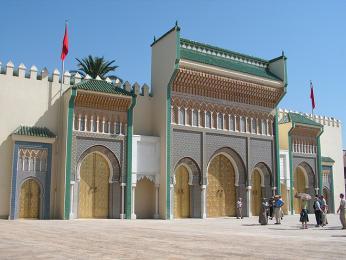 Vstup do královského paláce ve Fésu tvoří sedm bronzových dveří