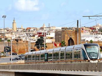 Kontrast starého a nového v hlavním městě Maroka - Rabatu