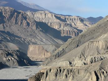 Toto vyschlé údolí vede od Annapuren do království Mustang