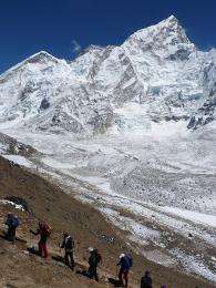 Po cestě na Kalla Pattar, nejvyšší bod pro trekaře svyhlídkou na Everest