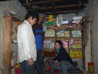 V některých horských obchodech je sortiment omezen pouze na sušenky ačínské nudle