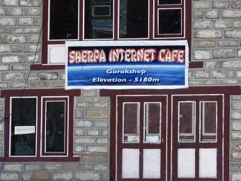 Nejvyšší internetová kavárna na světě, zprávu domů můžete poslat i zpěti tisíc
