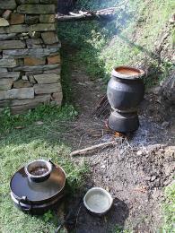 Téměř každá nepálská domácnost si vyrábí svou vlastní pálenku