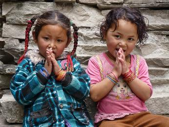 Univerzální pozdrav namasté vpodání nepálských dětí