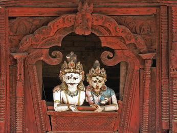 Bůh Šiva a jeho žena Párvatí na káthmándském náměstí Durbar