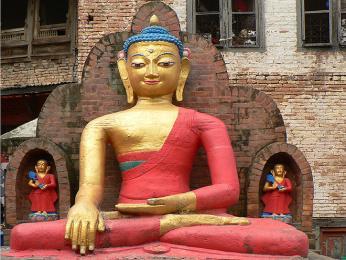 Buddhistický klášter Swayambhunath se nalézá na kopci nad Káthmandú