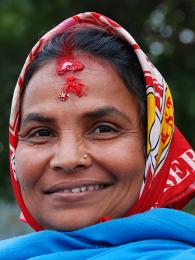 Tikku si zejména ženy malují na čelo, aby je celý den provázelo štěstí