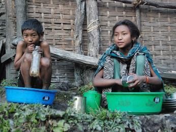 Teplá voda je v Nepálu luxusem