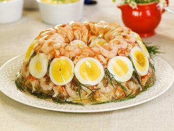 Fiskekabaret jsou vaspiku úhledně poskládané ryby, zelenina avejce