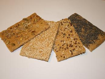 Křupavý chléb knekkebrød je většinou posypaný nejrůznějšími semínky