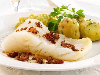 Lutefisk je lehce povařená ryba, jejíž povrch připomíná želatinu