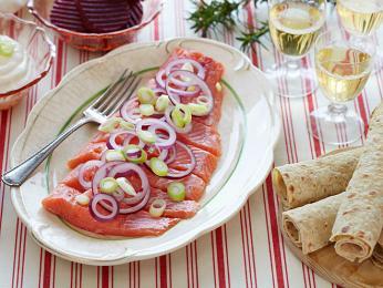 Rakfisk je tradiční syrový rybí pokrm ze pstruha nebo sivena