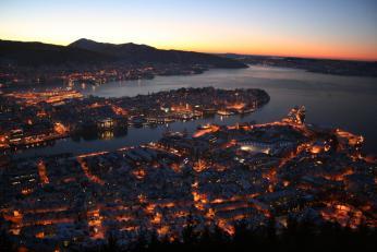 Bergen za zimního podvečera