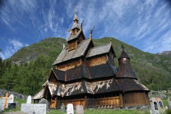 Sloupkový kostelík v Borgundu
