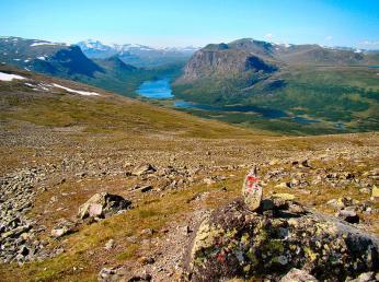 Norské turistické značky mají podobu červeného písmene T nebo jen červených skvrn