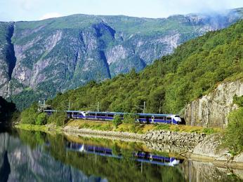 Cestování vlakem nabízí nádherné scenérie