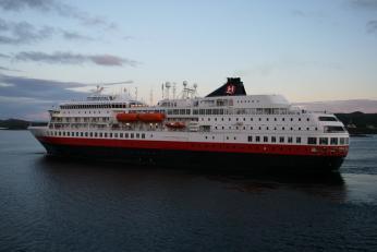 Dnešní lodě tradiční poštovní expresní linky Hurtigruten jsou už spíše luxusními cruisy pro turisty