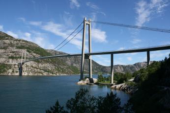 Most přes ústí Lysefjordu