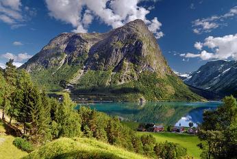 Vesnice Stryn na břehu Nordfjordu